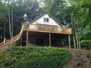 Dog-friendly getaway for 10 w/ spacious deck & ideal location!