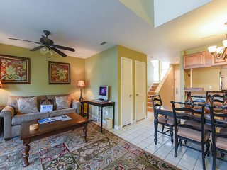 Inviting, family-friendly condo w/shared pool, children's pool, hot tub, & sauna