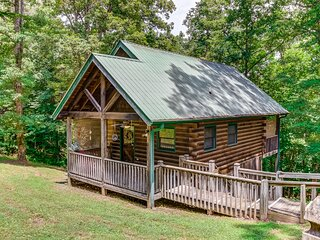 Dog-friendly log cabin w/ covered deck -- close to trails & water!