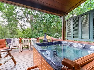 Family-friendly lodge w/ private hot tub, spacious deck, & game room - dogs ok!