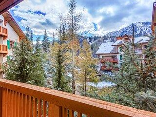 New listing! Ski-in/ski-out condo w/ a shared pool, hot tub, & amazing ski views
