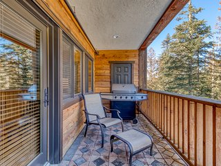 Mountain condo w/ gas fireplace, shared pool, hot tub, sauna & easy ski access!