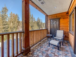 Luxury mountain home w/shared pool & hot tub, patio, balcony views, & free WiFi!