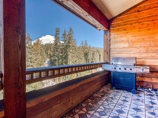 Penthouse condo w/mountain views & shared pool/hot tub - close to ski access!