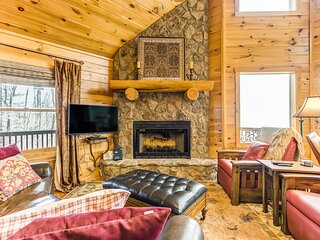 Incredible views from all floors of this charming cabin w/ a private hot tub