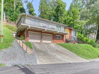 Cozy home w/ a fireplace, deck, & views - close to town, hiking, & skiing