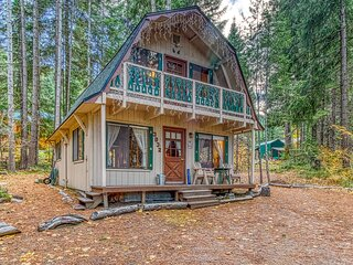 Cozy cabin in the woods near Lake Wenatchee and Leavenworth!