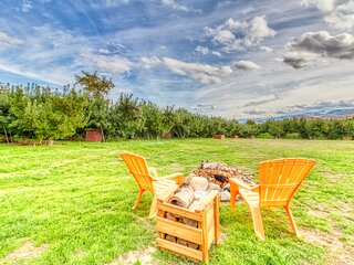 Quiet orchard home w/ private hot tub & Ping-Pong near Wenatchee - Dogs ok!