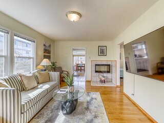 Dog-friendly home w/ enclosed yard - three blocks to downtown & waterfront