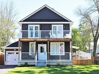 Crystal Clear Cottage - A True Gem! - Sleeps 9, Air Conditioning