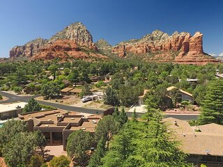Beautiful Home Located in the Heart of West Sedona! Great Furnishings! Views!! F