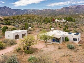 Just Listed! Beautiful Cottonwood Property! Views! New Furnishings! - Siesta Rid