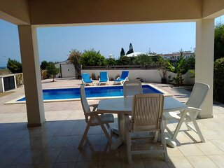 Amazing 3 bedroom villa with private pool, sea view, large garden & wifi