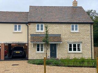 New House, Nr Witney, Cotswold Border, Sleeps 6