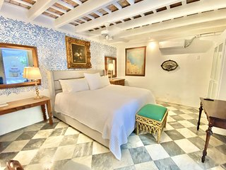El Palacete Suite 2 for 2 with 1 King Bed and En-suite Bathroom POOL