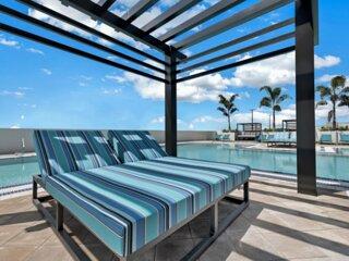 City location! Modern Studio Unit, Pool, Parking, Spa, Fitness Center