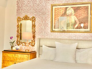 El Palacete Suite 9 for 2 with 1 King Bed and Large En-suite Bathroom POOL