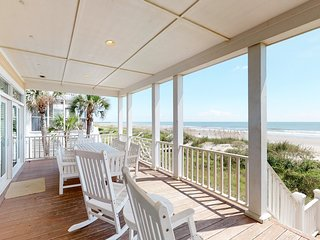 Gorgeous beachfront home with stunning ocean views - walk into town!