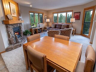Woods Manor 301A Condo: Walk/Shuttle to Slopes/Downtown!