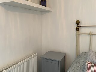 Stylish & Cozy Boutique Cottage With a Log Burner. Brand New Luxury Bathroom.
