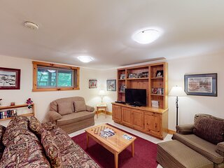New listing! Walk to the ski lifts, water park, golf course & more!
