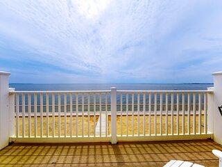 Beautiful bayfront condo - near beaches, lighthouses!