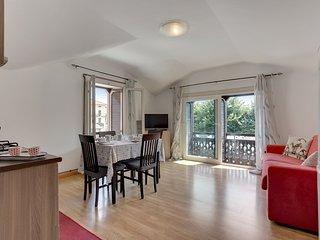 Sleek, modern apartment w/ lovely lake view - walk to Lake Como, dining & more!
