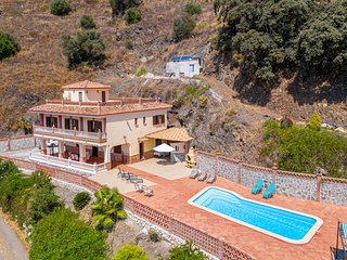 Magnificent villa w/ two kitchens, terrace & private pool - close to the beach!