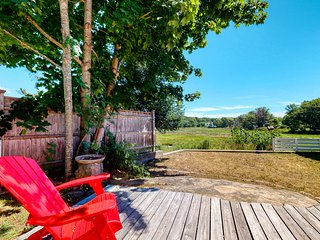 Historic home w/ flatscreen TV, free Wifi, and meadow views close to ocean/town!