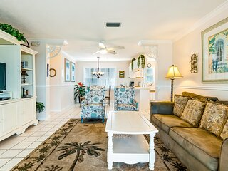 Waterfront home with pool, hot tub, & amazing views of the Gulf of Mexico!