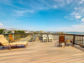 Charming home w/ rooftop patio and ocean views - close to the beach & pier!
