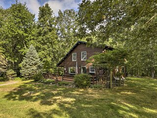 NEW! Tranquil East Lyme Log Home w/ Porch & Yard!
