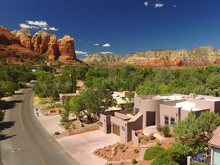 Beautiful Contemporary Home! Great Views & Location! New Furnishings!! Mountain