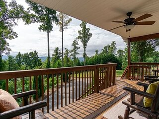 Valley Myst | Pet-friendly Home with Scenic Mountain Views!