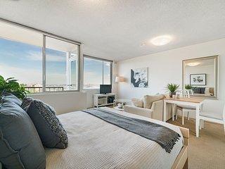 Bright and Sunny Studio Apartment
