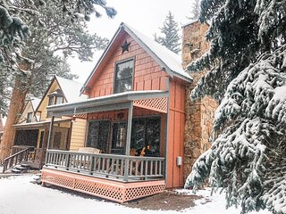 Luxurious Riverfront Cottage