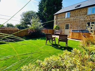 The Stables with a Hot Tub in The Cotswolds!