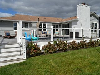 Newly renovated Hampton Private beach house with Boat Dock and Pool
