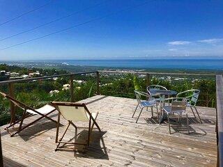 Lounge des hauts , au calme avec vue panoramique sur l'Océan et la montagne