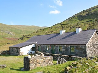 Crashpad Lodges. Off-Grid Private Lodge on the foothills of Snowdon.