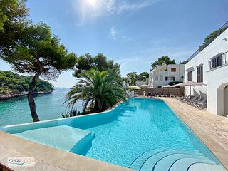 5 Beds, 5 Baths Water front Villa with amazing views in Cala d´Or Old Town