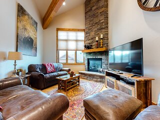 Family-friendly condo w/ a rec room & private hot tub - walk to slopes