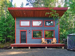 The Hemlock Tiny House - Private and Quiet Cabin in Outdoor Recreation Heaven!