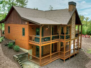 5 o'clock Somewhere says it all!! Take a break in this breathtaking cabin!