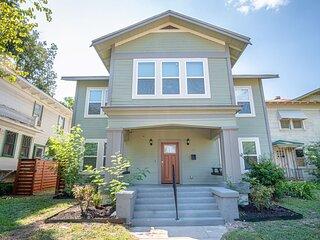 HUGE Remodeled 5BR/4BA House Sleeps 20 Downtown!