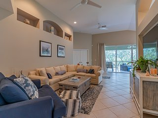 Beautiful One Car Garage Condo in Naples FL