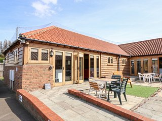 5A HIDEWAYS, family friendly, character holiday cottage, with a garden in