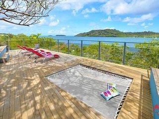 Superbe villa avec ponton, jacuzzi, piscine, les pieds dans l'eau