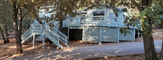 Julian Cabin (New) 2 b/r 1950's renovated fresh and clean secluded Cabin