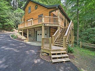 NEW! Large Mtn Cabin: Golf, Lake, Resort Amenities